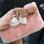 Розовая сумка Paris Street Style